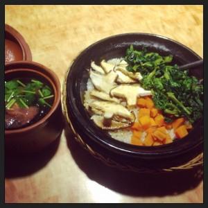 Champiñones, espinaca, zanahoria y arroz. Sopa de algas.